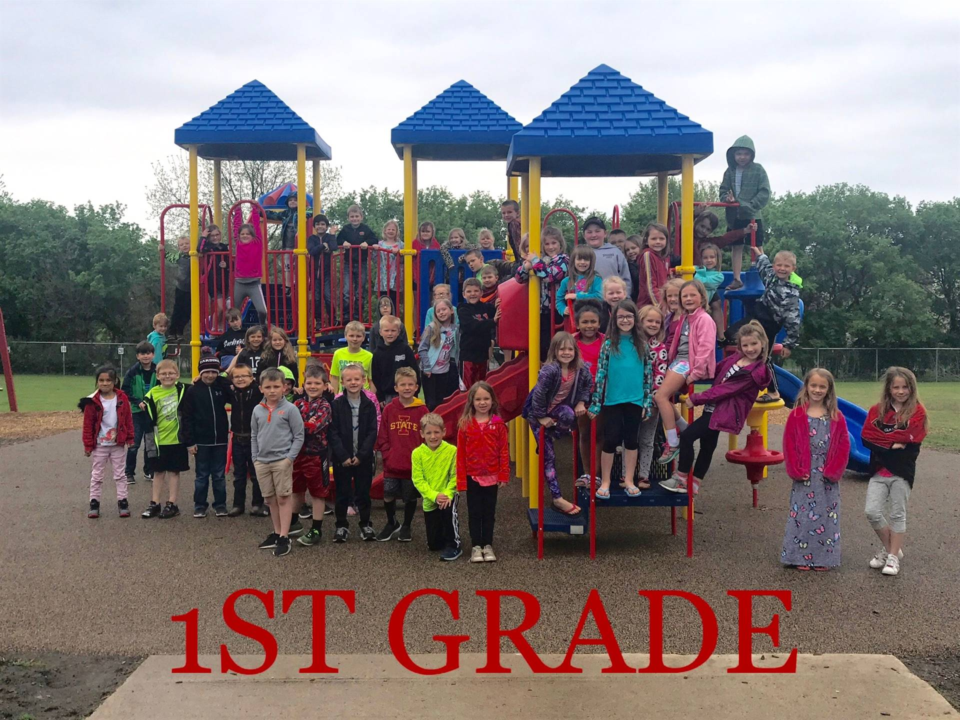 1st Grade children lined up on playground outside for class picture