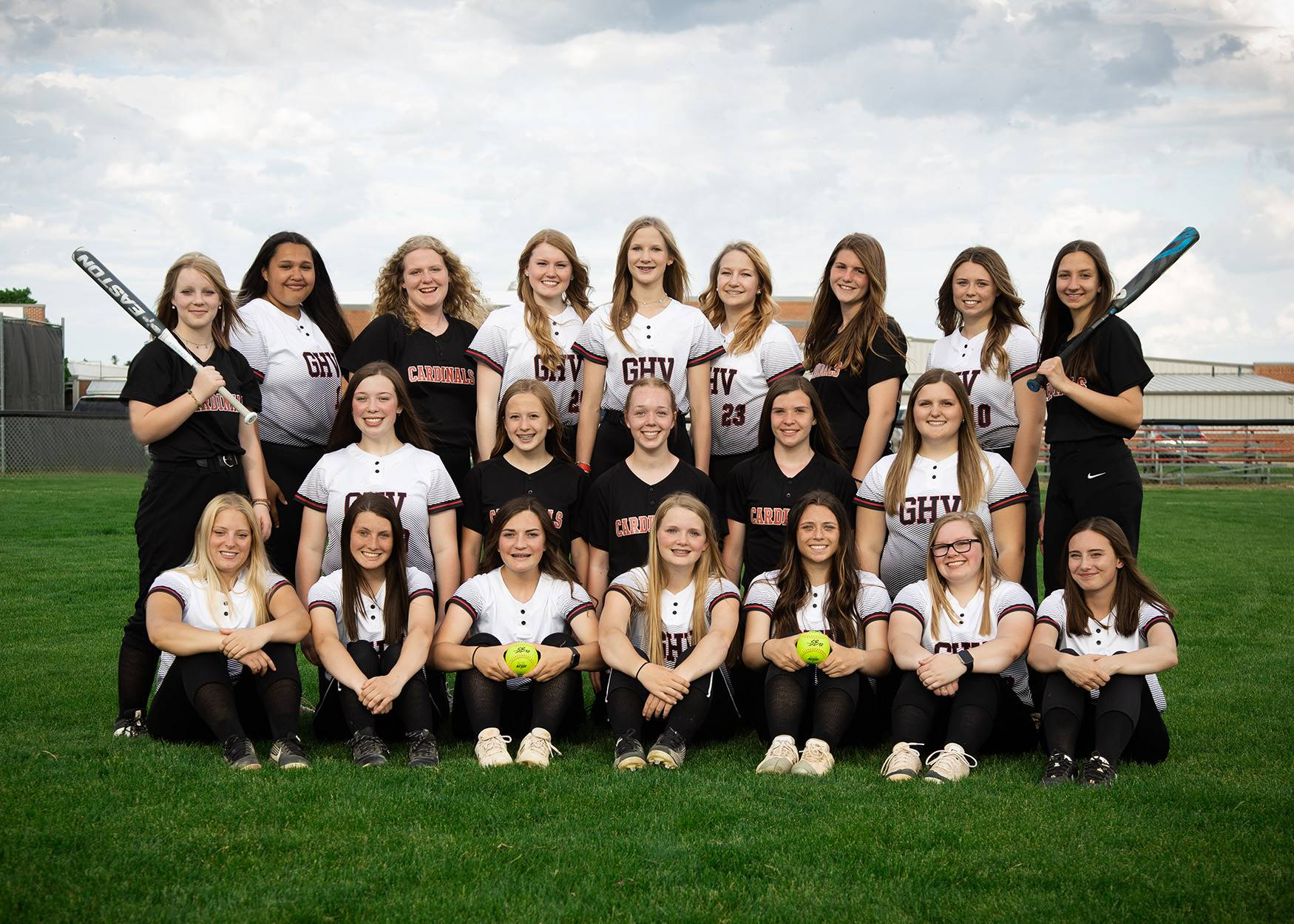 Girls softball players posing for a group photo