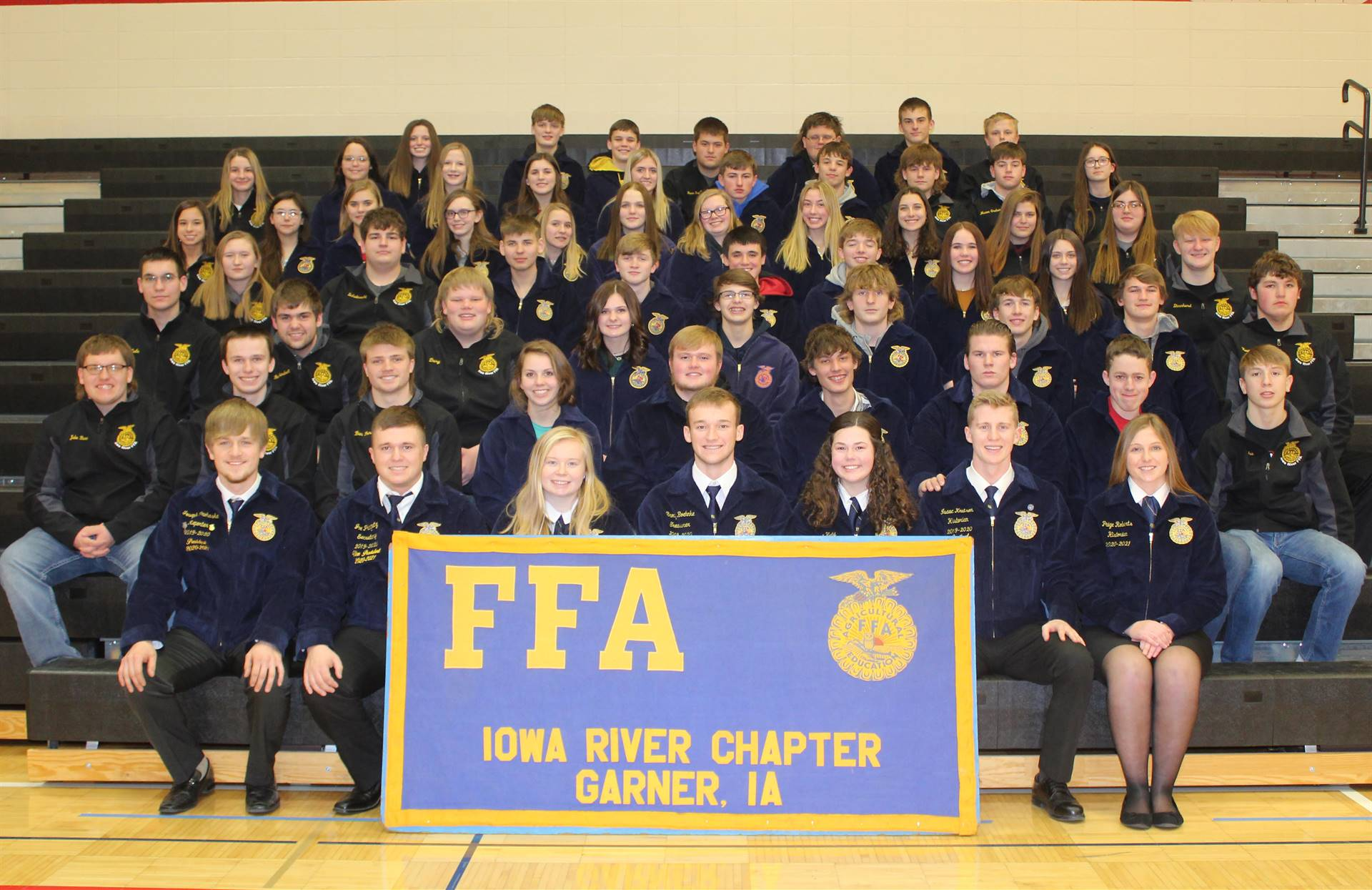 FFA students posing for a group photo on risers